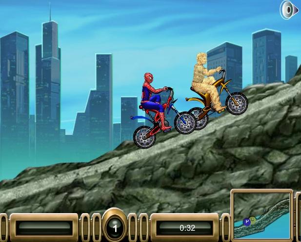 người nhện và người cát đua xe